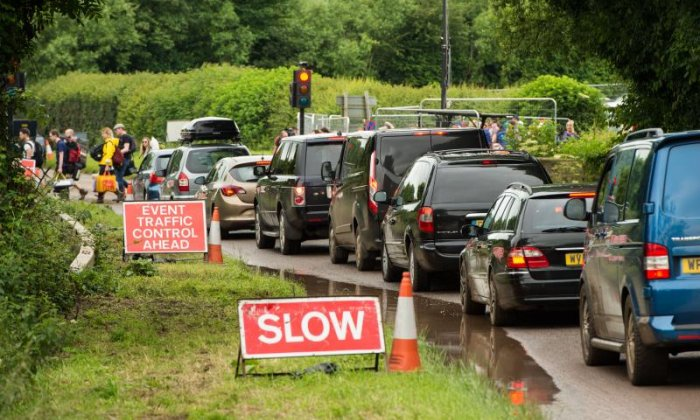 'It would be better if tickets stagger people's arrival', says motoring expert on Glastonbury traffic