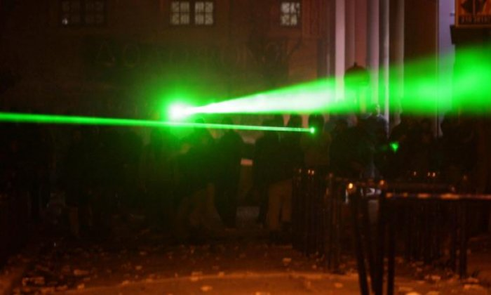 Airport laser incidents: expert explains guidelines after the Civil Aviation Authority call to arrest users