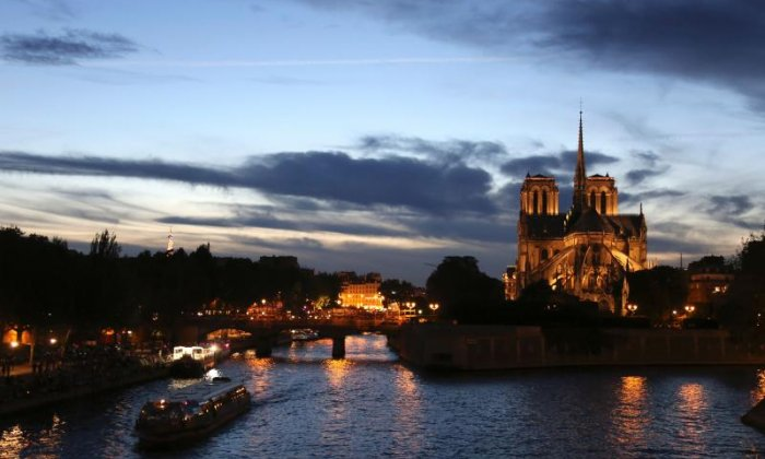Unmarked car found with seven gas cylinders inside in Paris near the Notre Dame cathedral