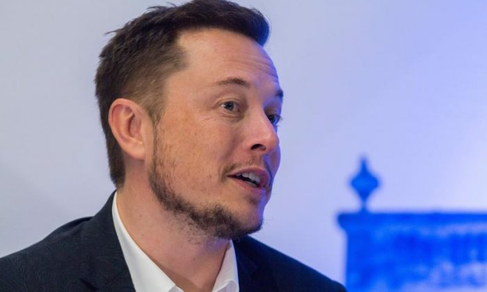 SpaceX makes plans to take hundreds of people to Mars