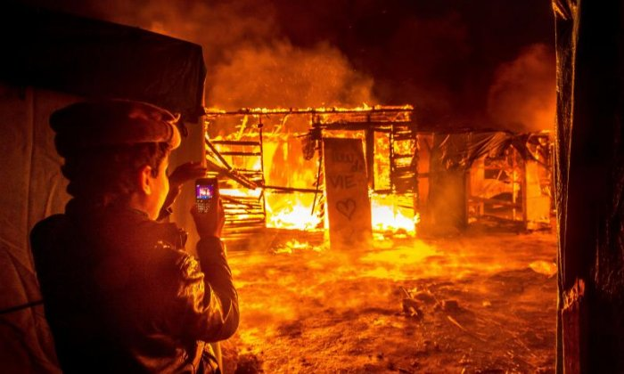 Calais Jungle on fire