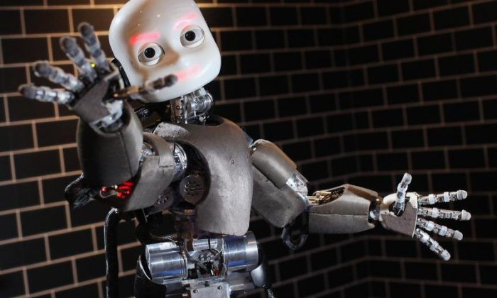 Arms, hoovers and Donald Trump - Jon Holmes interviews a Twitter robot