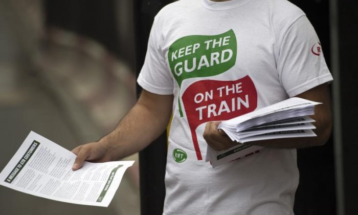 Southern Rail sets RMT deadline to avert strikes