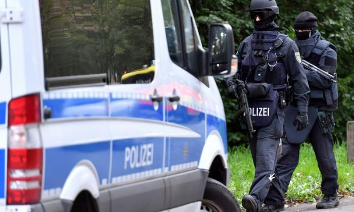 Chemnitz bomb plot suspect has Isis links, say officials