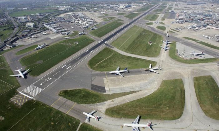 Government confirms third Heathrow runway