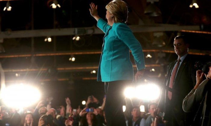 Leading pool puts Hillary Clinton four points up on Donald Trump ahead of election day