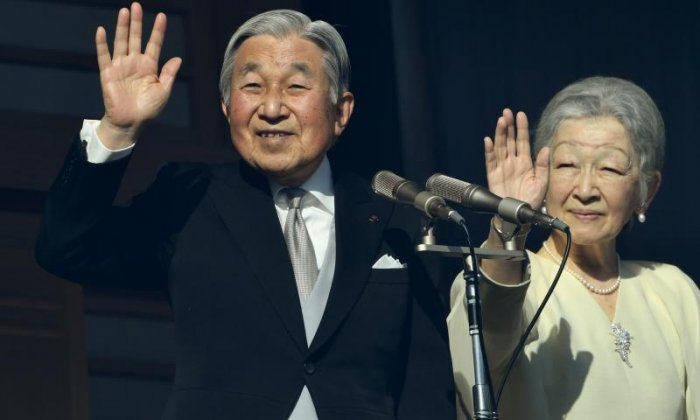 Local media reports say Japanese emperor Akihito is to abdicate in 2019