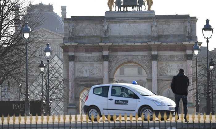 Solider shoots armed attacker at Louvre museum in Paris