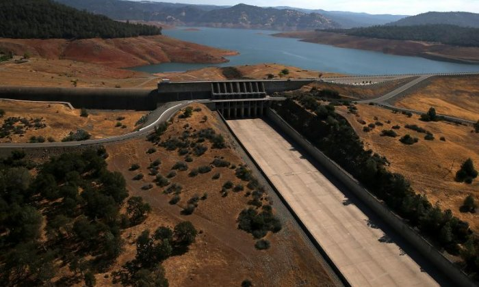 More than 180,000 evacuated as Oroville dam is close to collapse