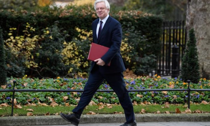 Brexit Secretary David Davis apologises for insulting Diane Abbott following leaked text messages
