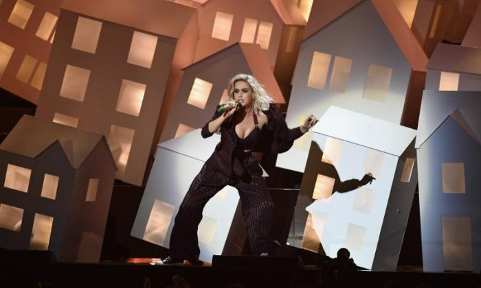 The Brits 2017 - the funniest moments of the ceremony