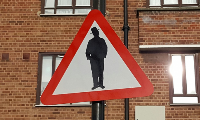 'Beware of Jews' sign causes outrage in London