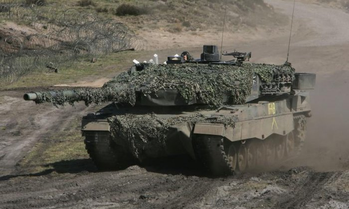 Thieves break into German army tank and steal several weapons
