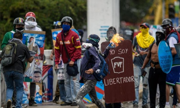 Helicopter drops grenades on Supreme Court in Venezuela