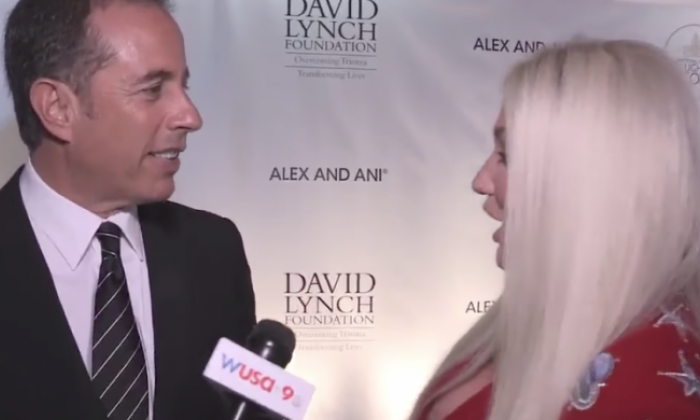 Kesha tries to hug Jerry Seinfeld and Twitter can't get enough