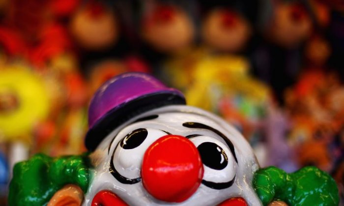 Passengers beat up clown after he tries to steal from those who didn't give him money