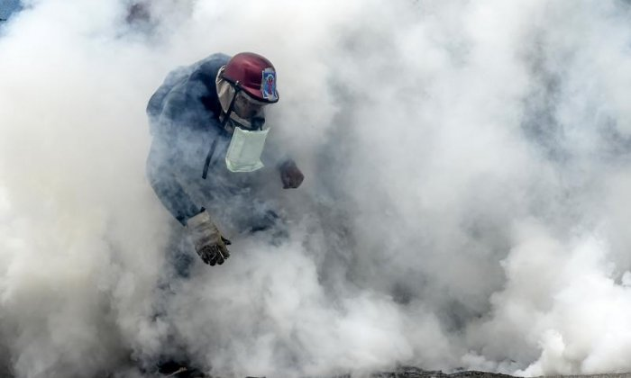 Man robs supermarket with tear gas canister in Corsica