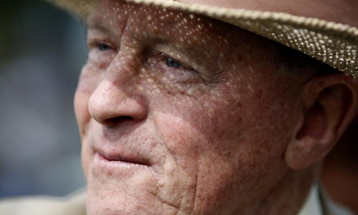 Former cricketer Geoffrey Boycott criticised for saying he could get a knighthood by blacking up