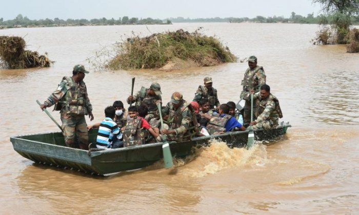 The Indian army take flood victims to safety