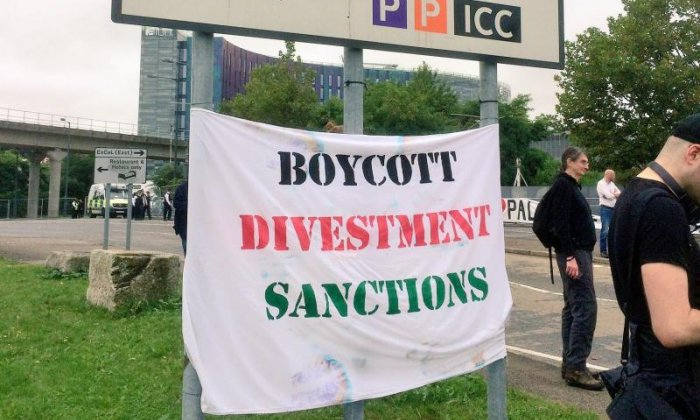 Protestors have put up extra banners near the event (Credit: London Palestine Action)