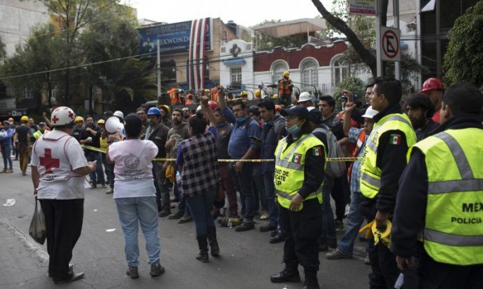 Mexico earthquake: Workers fight to save trapped children trapped in Mexico City school
