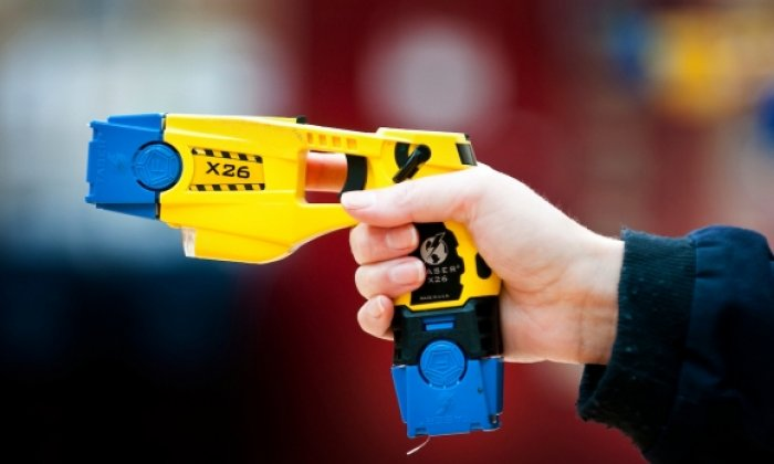 The overwhelming majority of police in London believe the taser should be carried by all officers on duty, a new study suggests