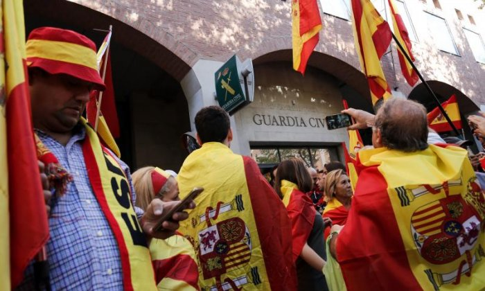 Flags were waved at the Spanish Civil Guards to show support