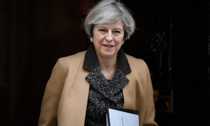 Brexit: 'NHS problems caused by Theresa May failing to make guarantees for health staff from EU'