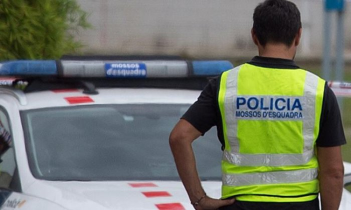 Three Spanish police officers suspended over 'death threat WhatsApp group'