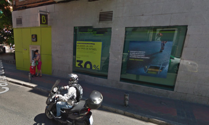 Hostage situation at bank in Madrid