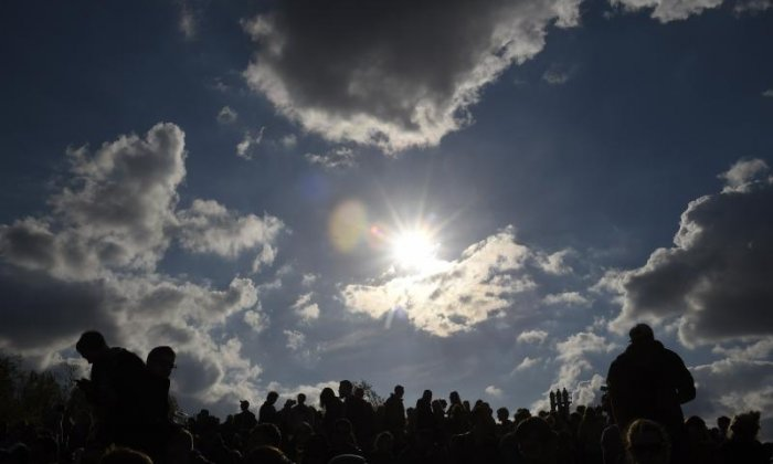 Crowds gather at Newgrange for winter solstice