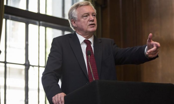 Brexit: David Davis writes to MPs in last-ditch attempt to stop revolt over EU Withdrawal bill