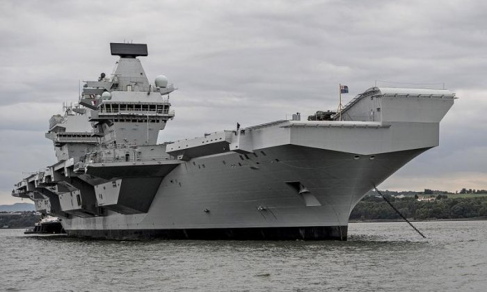UK's new €3.5bn 'HMS Queen Elizabeth' aircraft carrier is leaking