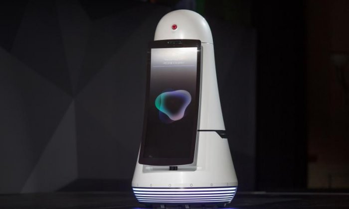 LG's new robots to serve passengers at airports and malls