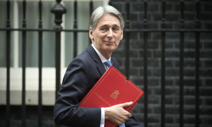 Philip Hammond refuses to rule out UK being part of EU customs union after Brexit