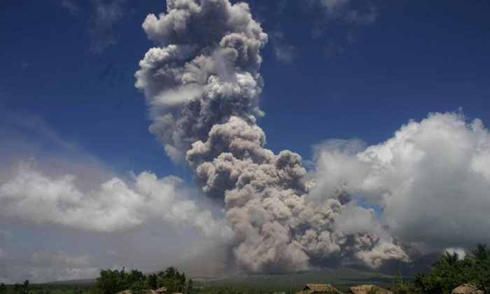 Alert level raised as Mayon volcano explosion shows violent eruption is imminent