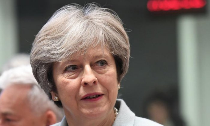 Theresa May faces Commons rebellion after Chequers Brexit talks
