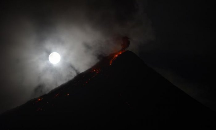 The moon was seen brightly at the Mayon Volcano