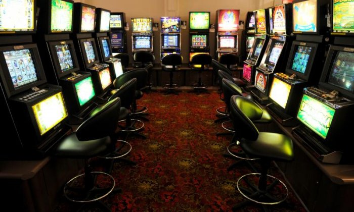 United Kingdom government slashes maximum FOBT stakes to £2