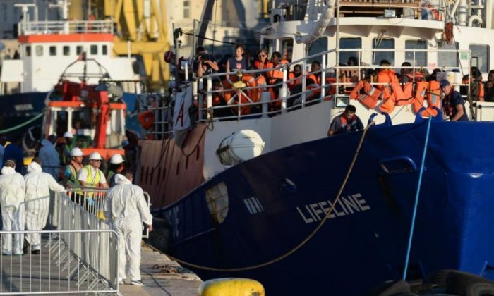 Europe's refugee crisis 'creates opportunities for people smugglers'