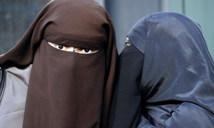 Article image Britain in a frenzy over Boris Johnson's burqa comments