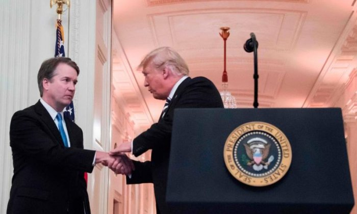 Donald Trump apologises to Brett Kavanaugh during swear-in ceremony