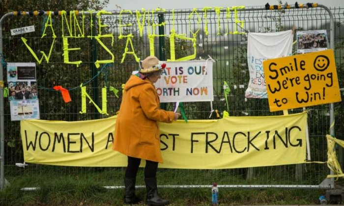 Fracking halted after 'tiny' tremor detected