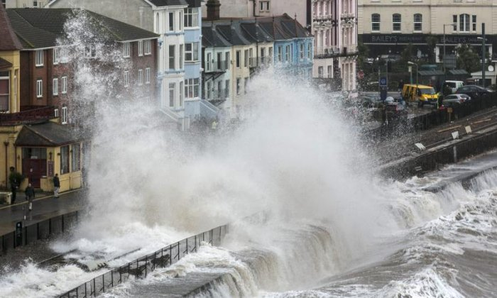 'Huge amount of money' spent protecting homes from rising sea levels is not enough, says professor