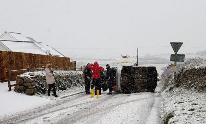 Heavy snowfall causes severe traffic jams and school closures in Cornwall