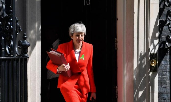 Theresa May agrees to set departure date after Brexit vote