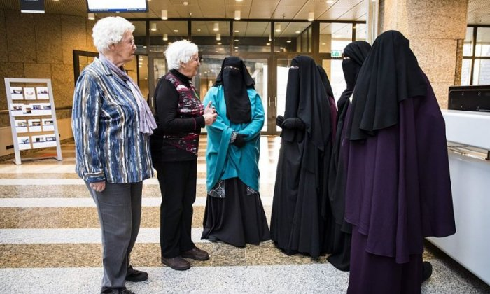 New Dutch 'burka ban' law comes into force