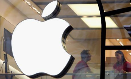 'Apple are losing the battle for new customers', says technology expert