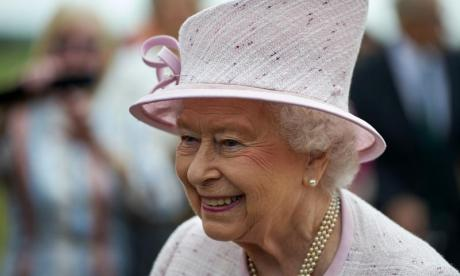'The Queen could start ordering people about' - Jon Holmes finds out what could happen when David Cameron resigns