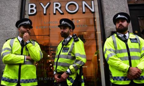 Byron Burgers: Witness of Home Office raid tells talkRADIO his experience